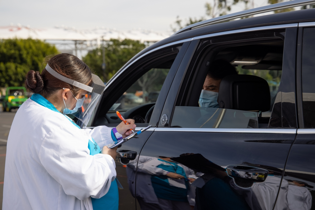 image of healthcare worker with clipboard