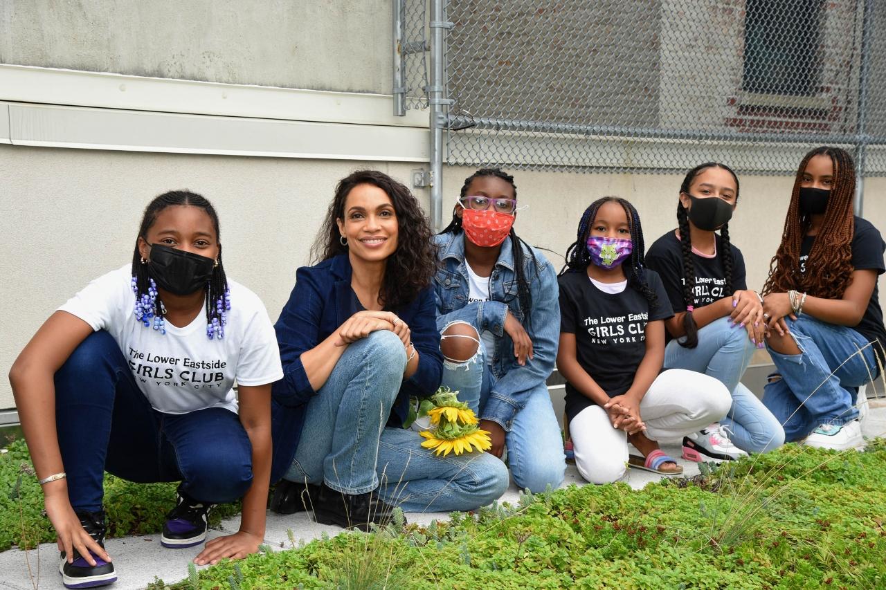 Actress Rosario Dawson poses with kids