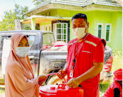 Pictured here, Nurdianto, a member of Mercy Corps Disaster Recovery team, helps distribute critical aid including, clean water, food, shelter kits, hygiene supplies and other essentials.