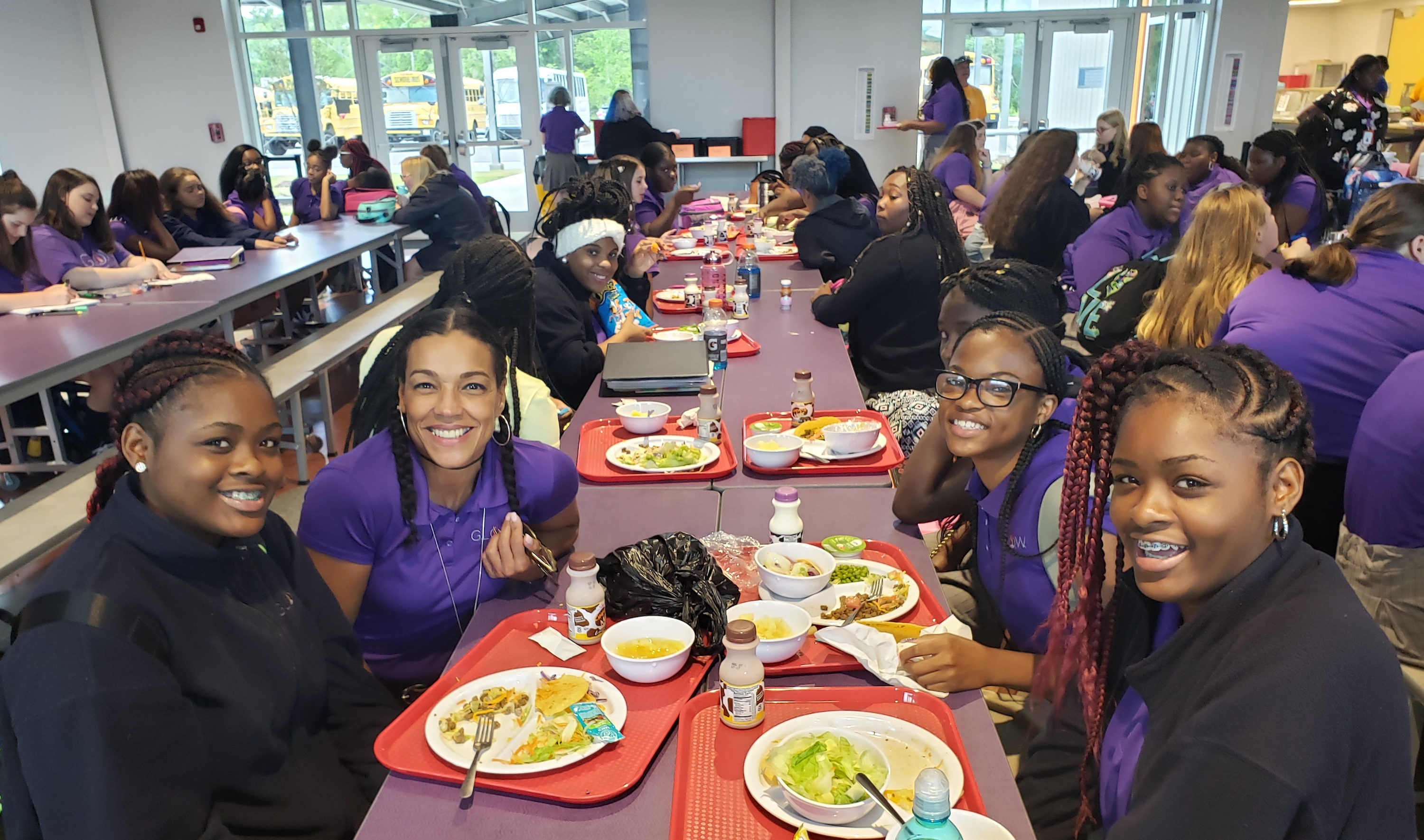 GLOW students at lunch