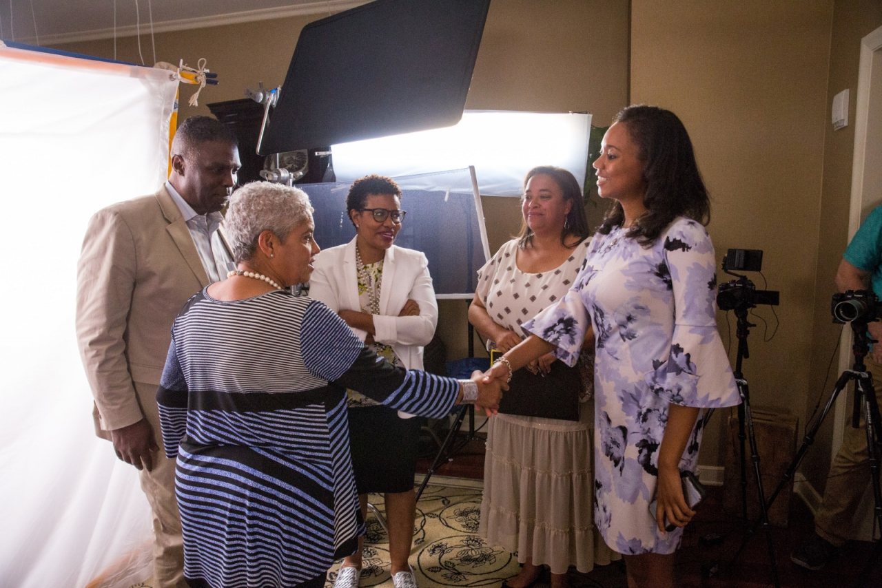 Comcast Local Media Development production assistant Ashley Parrish shakes hands with Mayor Franklin at a 2018 Voices of the Civil Rights Movement interview recording in Atlanta.