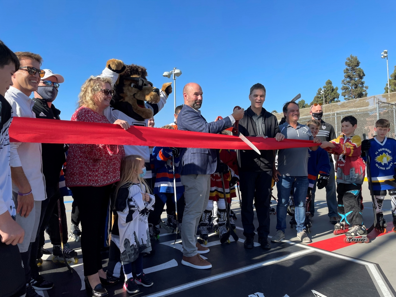 LA Kings President and Hockey Hall of Famer Luc Robitaille (right) and El Segundo Mayor Pro Tem Chris Pimentel (left) officially cut the ribbon to open the newly completed roller hockey rink in El Segundo on August 26, 2021.