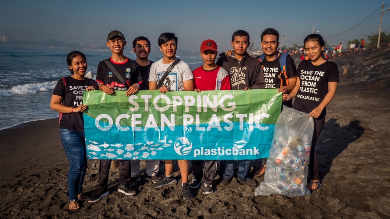8 volunteers from Plastic Bank on a beach