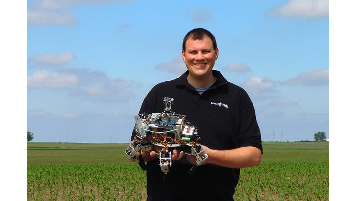 Inventor and engineer David Dorhout from Des Moines, Iowa. In his vision, a whole swarm of his little agri-crabs tends the field and even communicates among each other.