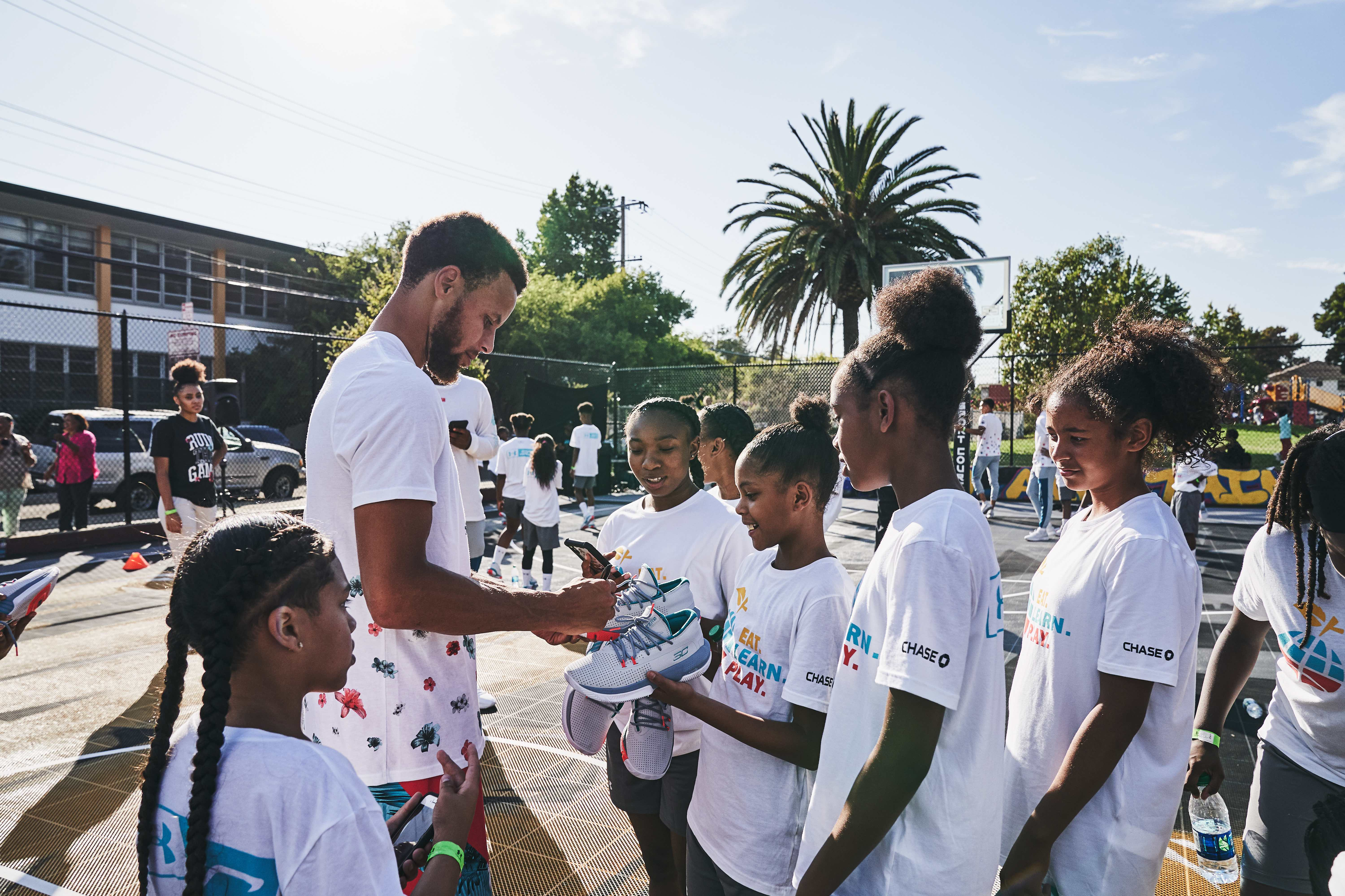 Photo: Stephen Curry meeting with fans at a 2019 event