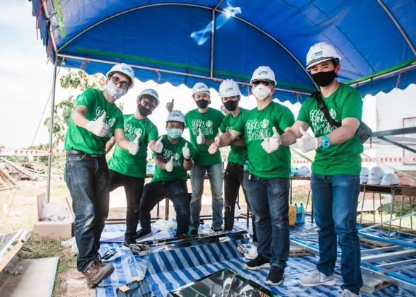Starbucks volunteers in Thailand