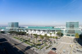 Governor Brown Honors the Los Angeles Convention Center with Environmental and Economic Leadership Award for Sustainability Program Image