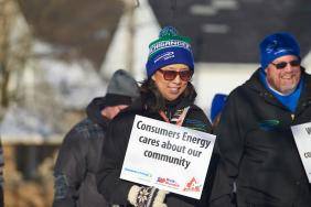 Consumers Energy Employees Walk in Michigan Communities to Help Residents Stay Warm This Winter Image