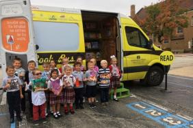 CITGO Lemont Refinery Brings Bess the Book Bus to Lemont School Image
