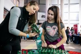 Arrow Electronics Engineers Inspire Girls to Study Science at Girls and Science Event Image