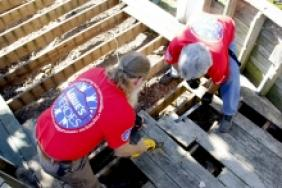 Lowe's Champions Underserved Communities With Volunteers and Nearly $8 Million to Keep America Beautiful Image
