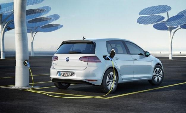 2015-Volkswagen-e-Golf-108-626x382.jpg