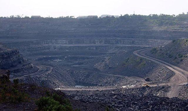 640px-Coal_mine_in_Dhanbad_India.jpg