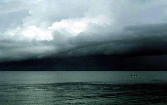 640px-Dark_storm_clouds.jpg