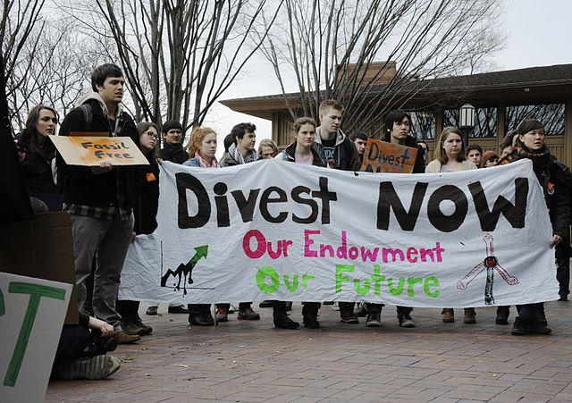 640px-Fossil_Fuel_Divestment_Student_Protest_at_Tufts_University.jpg