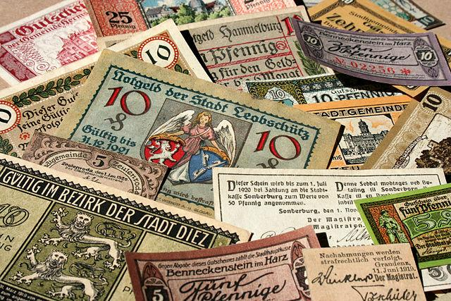 640px-German_banknotes_in_1917-1919_the_town_money.jpg