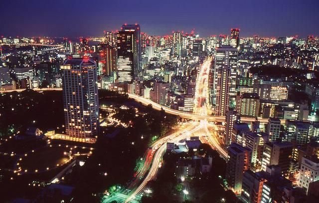 640px-Tokyo_by_night_2011.jpg