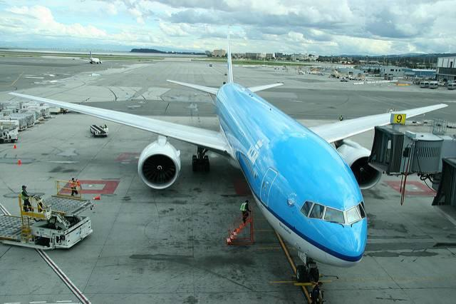 A-KLM-plane-at-San-Francisco-International-Airport.jpg