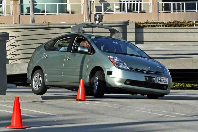 A-Toyota-Prius-testing-Googles-self-driving-technology.jpg