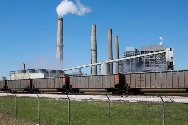 A-coal-fired-power-plant-in-eastern-Texas.jpg