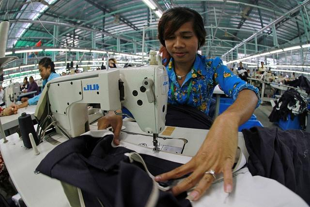 A-garment-worker-at-a-Cambodian-factory.jpg