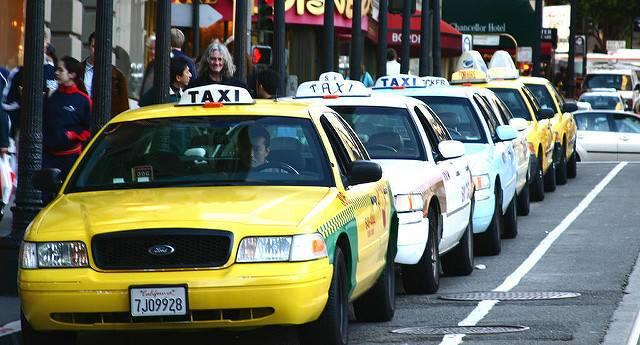 A-queue-of-taxis-in-San-Francisco.jpg