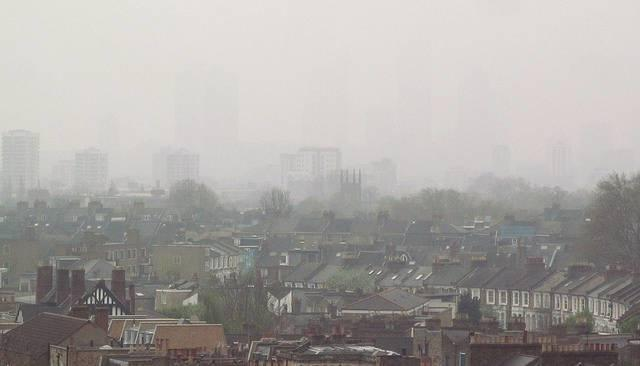 A-smoggy-day-in-London-2014.jpg