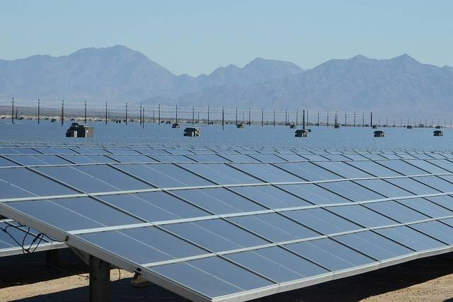 A-solar-power-installation-in-Californias-Mojave-Desert.jpg