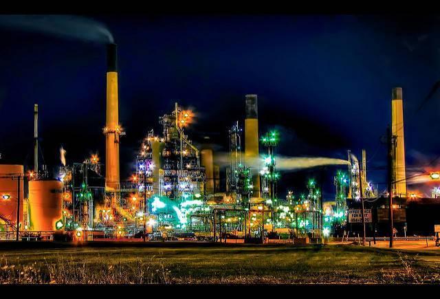 An-oil-refinery-in-Ontario-Canada.jpg