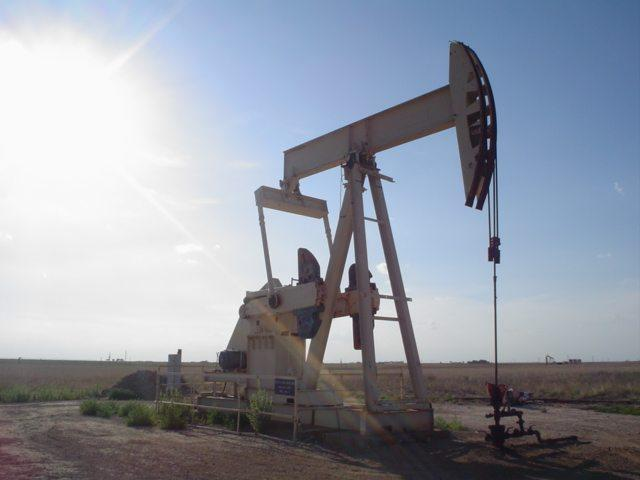 An-oil-well-near-Lubbock-Texas.jpg