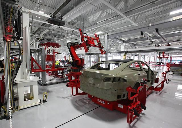 As-Tesla-says-it-is-ramping-up-production-an-SEC-inquiry-raises-new-doubts-about-the-companys-performance.jpg