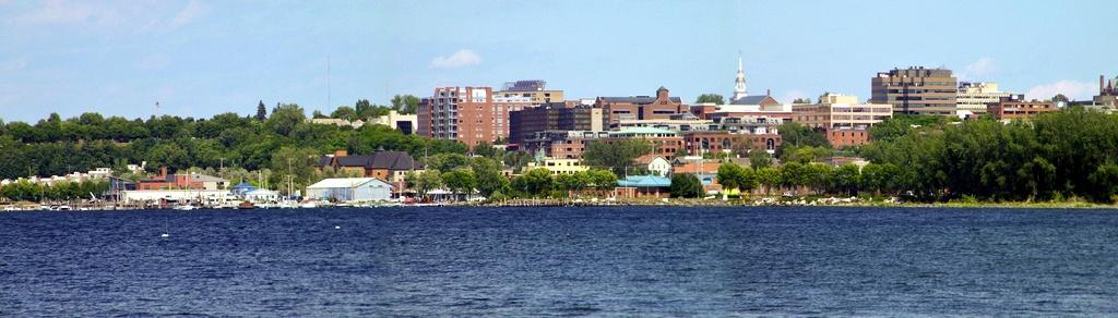 Burlington_seen_from_Lake_Champlain.jpg