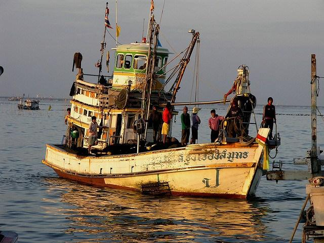 Costco_thailand_boat.jpg