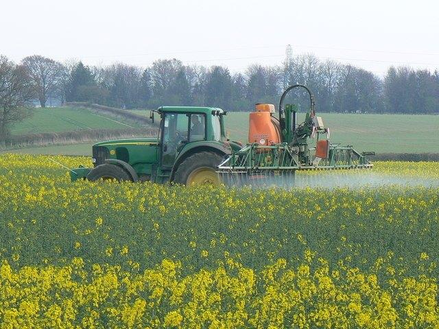 Crop_spraying_near_St_Mary_Bourne_-_geograph.org_.uk_-_392462.jpg