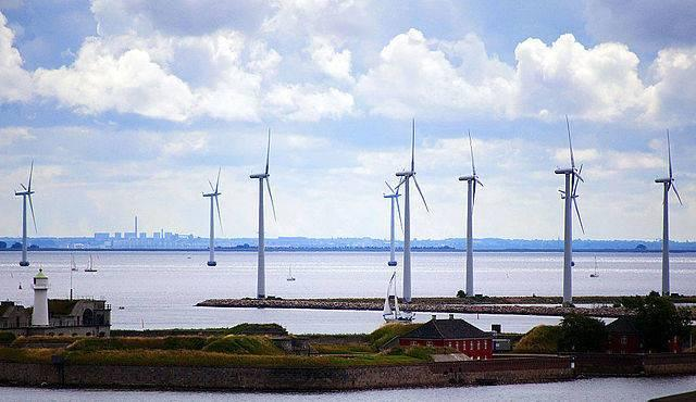 Danish_Wind_Turbines_4890240265.jpg