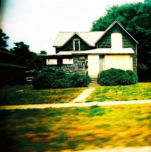 Foreclosure-house-4052874486_c7b0e335f5_z.jpg