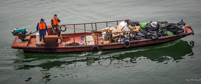 Garbage-collection-along-the-Yangtze-River-in-China.jpg