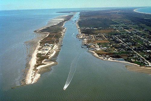 Gaveston_Bay_oil_spill_USACE-eh.jpg