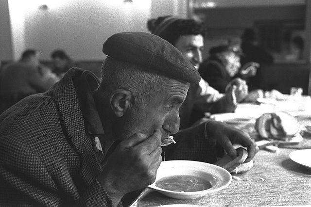 Israeli_soup_kitchen_IsraelGPO.jpg