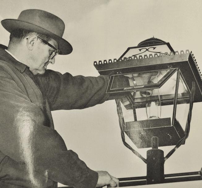 Lighting-a-Washington-Gas-lamp-ca.-1940.png