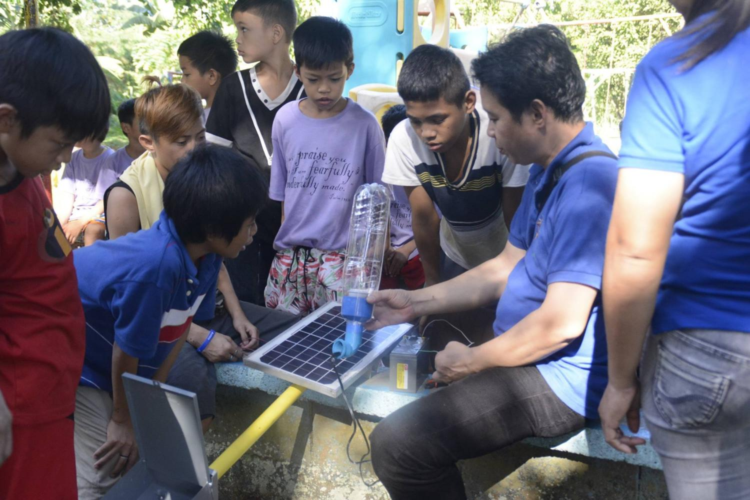 Liter-of-Light-is-now-training-citizens-to-assemble-solar-powered-street-lamps.jpg