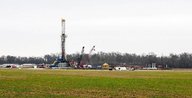 Natural-gas-fracking-in-Louisiana.jpg