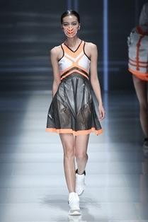 Smog-Mask-at-China-Fashion-Week.jpg