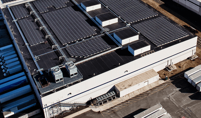 Solar-panels-atop-one-of-Amazons-warehouses.png