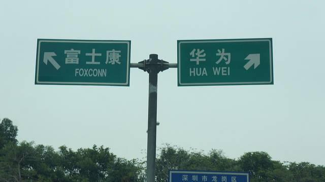 States-are-vying-for-the-right-to-post-highway-signs-similar-to-the-one-on-the-left.jpg
