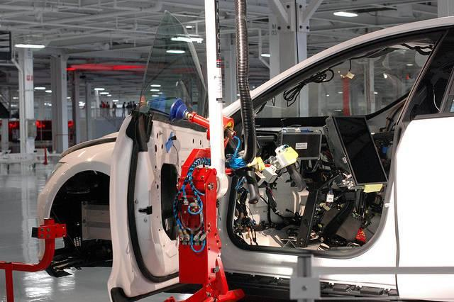 Teslas-factory-has-become-the-source-of-some-discrimination-lawsuits.jpg