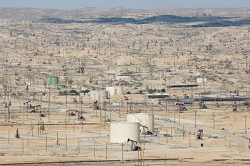 The-Kern-River-Oil-Field-in-Californias-San-Joaquin-Valley.jpg