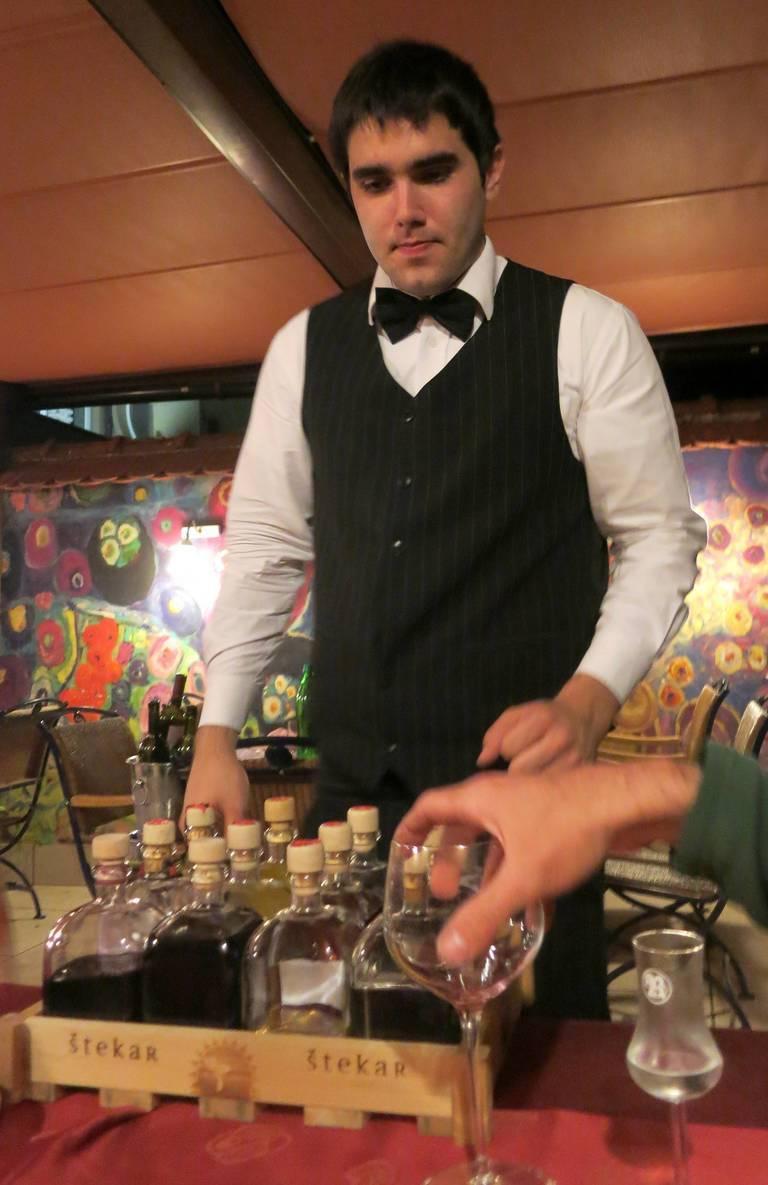 Tips_restaurant_bartender_MollySVH.jpg
