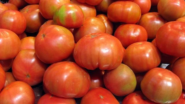 Trump_mexico_tomatoes_16-9clue.jpg