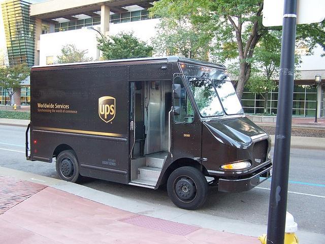 UPS-truck2.jpg